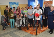 Komendant z Sompolna zorganizował zbiórkę makulatury na rower