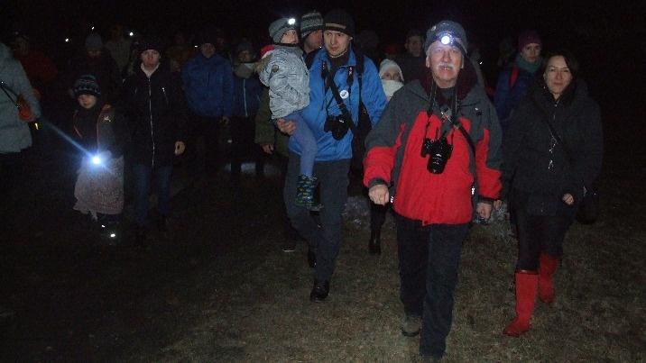 Druga Noc Sów w Bieniszewie. Nocnych ptaków poszukiwali w lesie