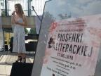 Konin. Konkurs piosenki literackiej w małym amfiteatrze nad rzeką