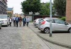 Turek. Po przebudowie ulicy Matejki - nowy chodnik i parkingi