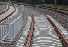 Wola Podłężna. Przejazd kolejowy na ulicy Centralnej zamknięty