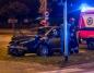 Nocne zderzenie dwóch aut. Uszkodzony radiowóz