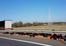 Dynie na autostradzie. Pęk ...