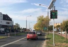 Konin. Tablica mierząca prędkość przy przejściu dla pieszych
