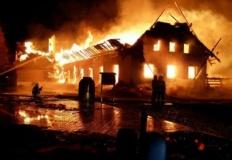 Doszczętnie spłonął budynek w Biczu. Trwa ustalanie przyczyn