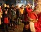 Konin. Święty Mikołaj w świątecznej ciężarówce na placu Wolności
