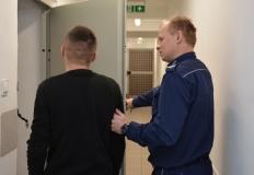 Seryjny włamywacz zatrzymany na gorącym uczynku przez policję