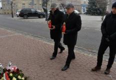 Konin. Kwiaty i znicze w rocznicę wyzwolenia miasta spod okupacji