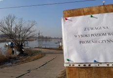 Nieczynny prom i zamknięty przejazd kolejowy w gminie Kramsk