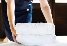 Elegancki i schludny krój dla personelu hotelowego wizytówką firmy