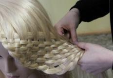 Sploty, plecionki, warkocze na warsztatach fryzjerskich w ZST