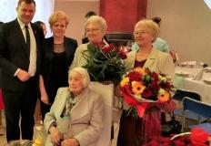 Sompolno. Burmistrz z kwiatami dla stuletniej mieszkanki gminy