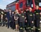 Modła Królewska. Wóz strażacki  w  wyremontowanym garażu OSP