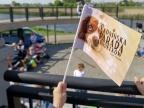 Parada kundelków na bulwarze to symbol szacunku dla zwierząt