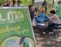 Konin. Rodzice z dziećmi w miejskim parku uczą się ekologii