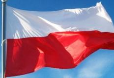 Konin. Młodzież zachęca do wspólnego malowania flagi Polski