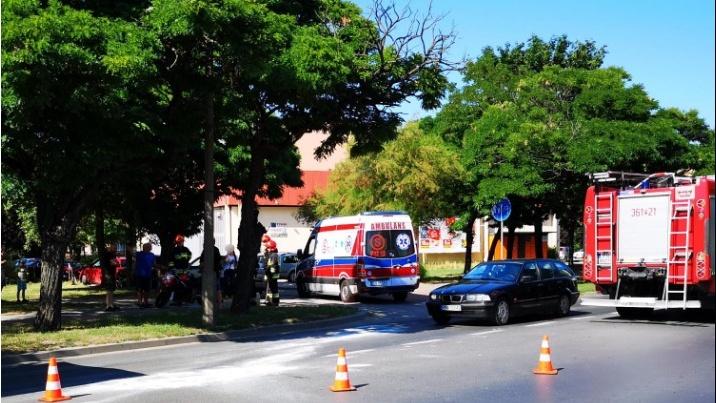 Zderzenie motocykla z volkswagenem na Wyszyńskiego w Koninie