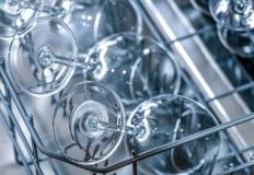 Zmywarka do małej kuchni – jak ją wybrać? Przegląd popularnych modeli