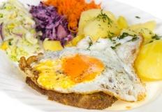 """Restauracja """"Borówka"""" dobrze wyżywi. Smacznie na starówce"""