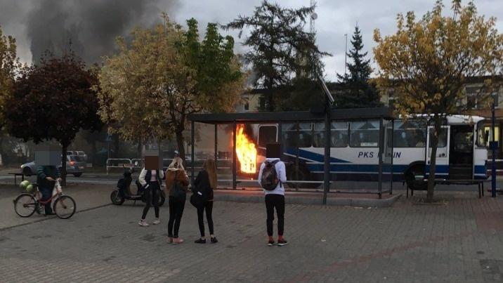Autobus konińskiego PKS-u stanął w ogniu. Tabor jest wysłużony