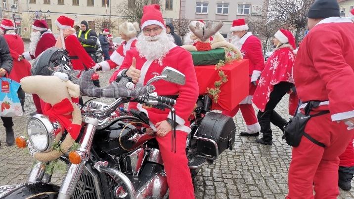 Mikołajowa Grupa z Konina opanowała plac Wolności i miasto