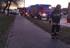 Konin. Kilka wozów strażackich przy Kleczewskiej. Wyczuwalny gaz