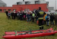 Turek. Policjanci i strażacy ostrzegali dzieci przed zabawą na lodzie
