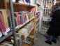 Konin. Kiermasz w bibliotece. Sprzedają książki w okazyjnej cenie