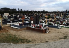 Cmentarz jest otwarty. Prezydent apeluje o ograniczenie odwiedzin