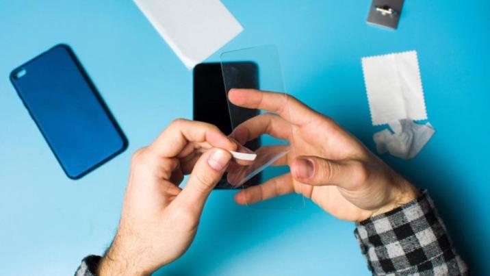 Poradnik: Jak wybrać szkło hartowane na telefon? Poznaj trzy rodzaje szkieł.