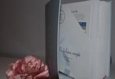 Segregator medyczny kobiety to doskonały prezent na Dzień Matki