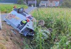 Stare Paprockie Holendry. Samochód wpadł w pole kukurydzy
