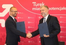 Burmistrz z marszałkiem podpisali umowy na fundusze unijne