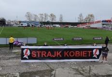 Piłkarki wspierają Strajk Kobiet. Ogromny baner w transmisji TVP