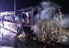 Spłonął autobus PKS. Strażacy gasili też samochód osobowy