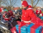 Motocyklowa Grupa z Konina na mikołajkowej paradzie po mieście