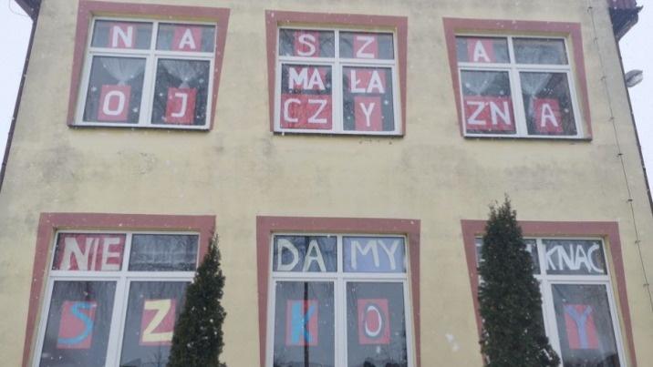 Szkoła w Ostrowążu póki co zostaje. Piotrkowice czekają na decyzję