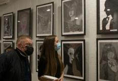 Portrety kobiet autorstwa młodych plastyków z Atelier KreDKa