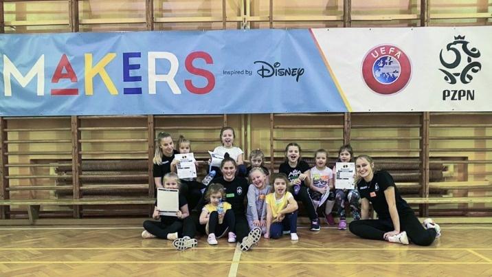 Przez bajki Disneya zachęcają do sportu. Program UEFA Playmakers działa od stycznia w Koninie