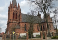 Grupa uczniów bez sakramentu bierzmowania w ślesińskiej parafii