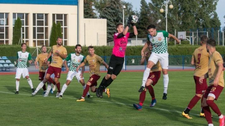 Piłkarska kolejka: Mecz na szczycie grupy spadkowej III ligi