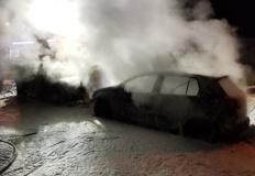 Nocny pożar w Golinie. Jeden samochód doszczętnie spłonął