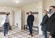 Własnymi siłami MOSiR wyremontował szatnię i łazienki w Łężynie