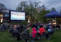 Pierwsze w tym roku kino plenerowe przed Konińskim Domem Kultury