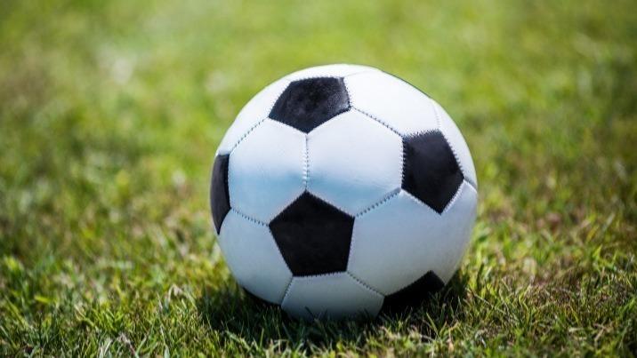 Niższe ligi piłkarskie. Warta Eremita Dobrów ucieka Pelikanowi
