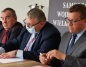 Skulsk. Dziesięć gmin podpisało umowy na dofinansowanie dróg
