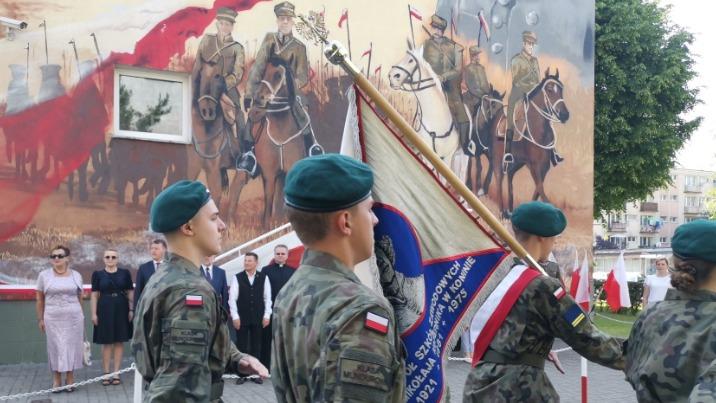 """Konin. Patriotyczny mural z """"Kopernika"""" ma już swoją historię"""