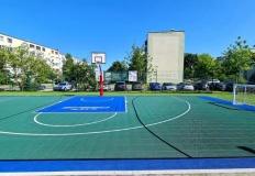 Nowe boisko na Zatorzu. Można pograć w piłkę albo kosza