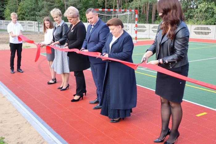 Gmina Krzymów. Przy szkole w Głodnie powstało nowe boisko wielofunkcyjne