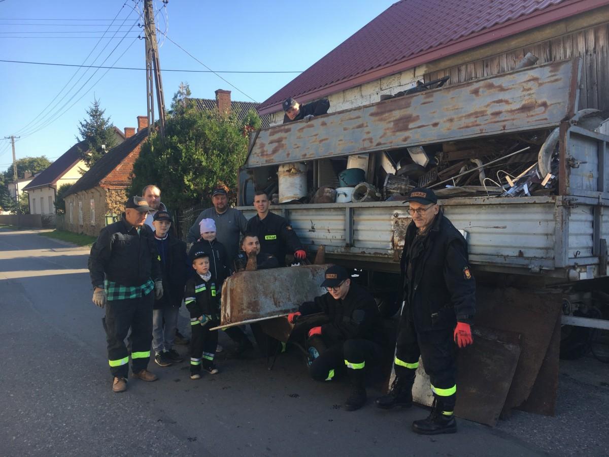 Zbierali złom w Ruminie. Druhowie chcą kupić nowy wóz bojowy